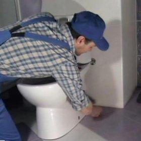 Установка напольного унитаза своими руками и подключение его к канализации