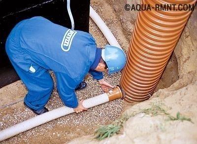 Подключение труб к дренажному колодцу