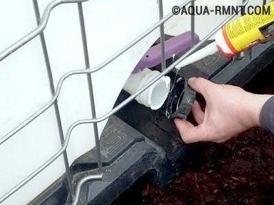 Перед тем как сделать септик из еврокуба нужно герметизировать слив