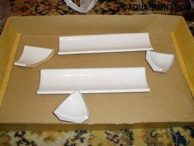 Укладка бордюра в ванной: разные формы керамических элементов