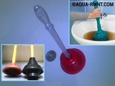 Применение вантуза или чем пробить засор в ванной
