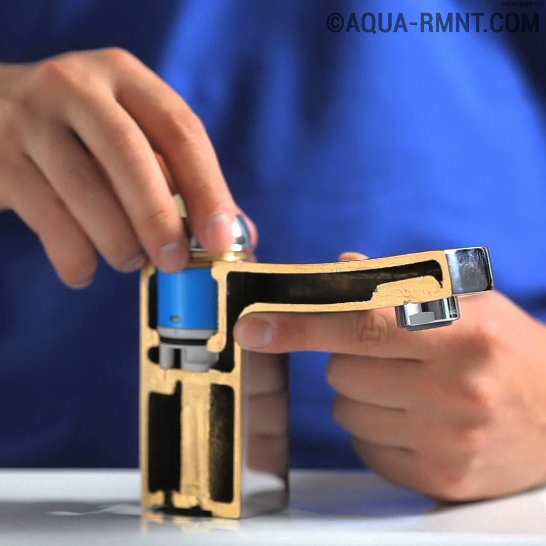 выключите и процедите, снимите миксер, аккуратно приподнимите декоративный колпачок с помощью ножа или отвертки, а затем снимите его, открутите винт, снимите рычаг; удалите, а затем установите новый на его место;