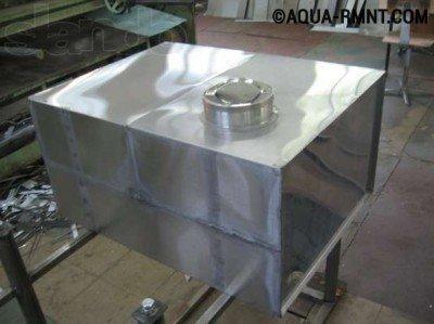В металлическом баке из нержавейки вода не имеет неприятного запаха и не цветет