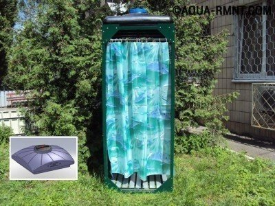 Плоские баки из пластика прекрасно служат в качестве крыши для летнего душа