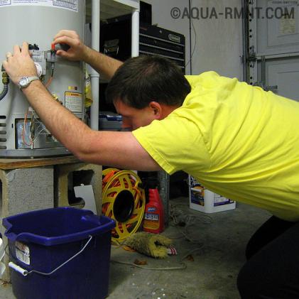 Как правильно слить воду из водонагревателя и в каком случае это необходимо делать?