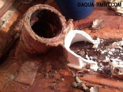 Замена унитаза: удаляем осколки старой конструкции