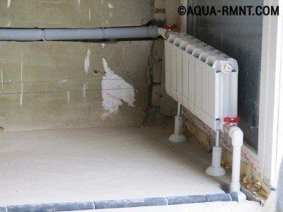 Маскировка труб в стене и полу