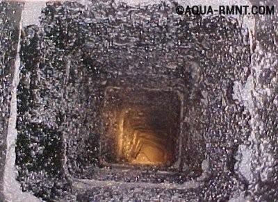 Чистка дымохода: сажевые отложения внутри трубы