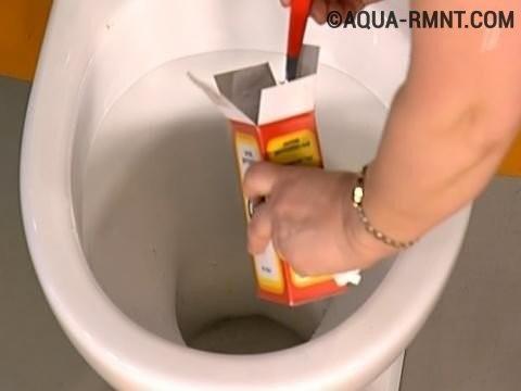 Очистка унитаза содой