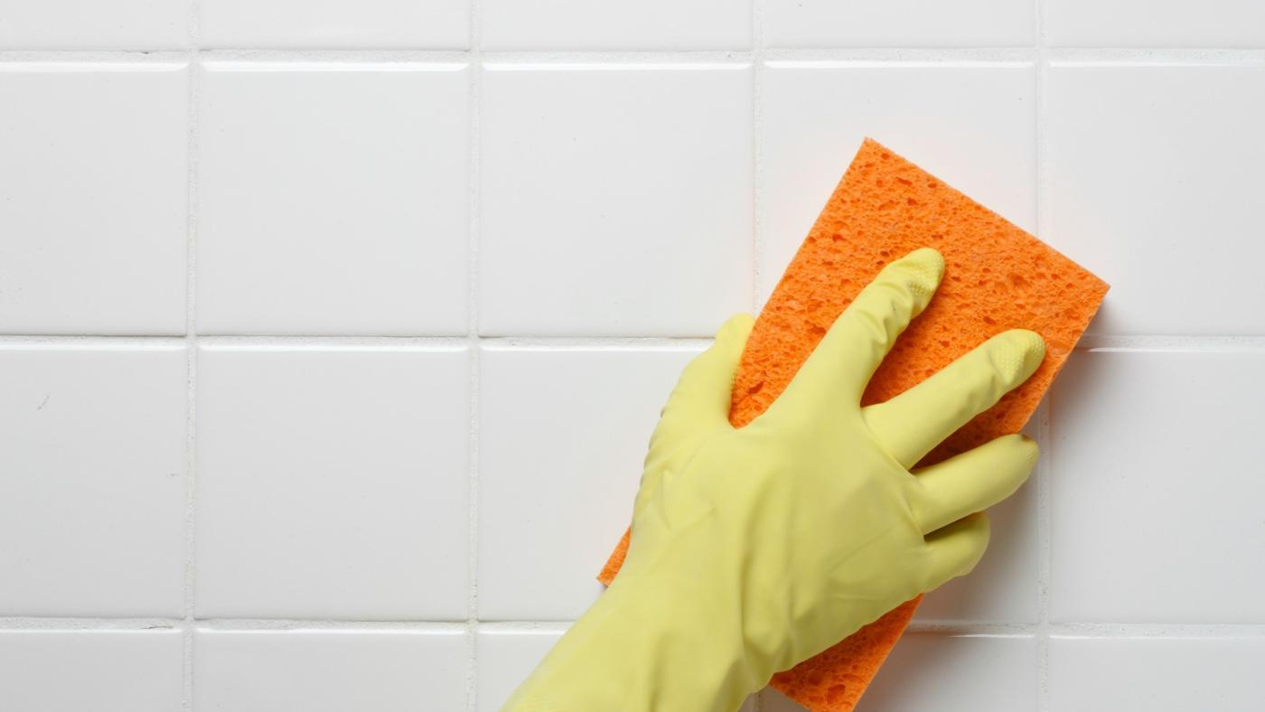 Удаление черных пятен в ванной