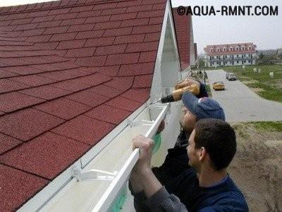 Установка водостока для крыши своими руками: установка желобов