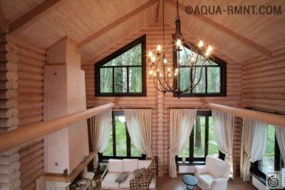 Гостиная в доме из оцилиндрованного бревна