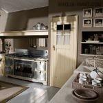 Вытяжка и кухонная мебель в стиле шебби-шик