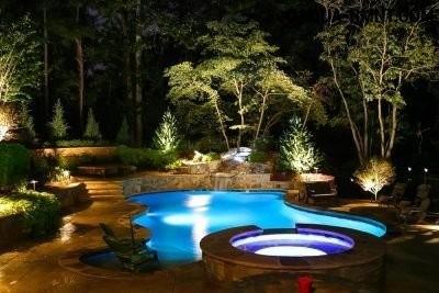 Синяя подсветка бассейна
