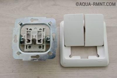 Двухклавишный выключатель в разобранном виде