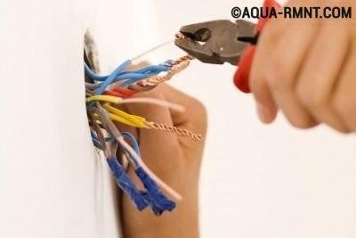 Соединение проводов скрутками в распределительной коробке