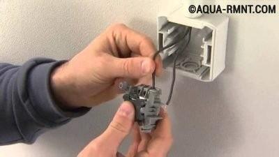 Установка наружного одноклавишного выключателя