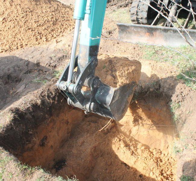 Выкапываение ямы под септик
