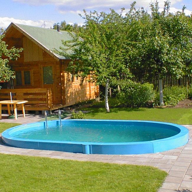 Дачный участок с деревянным домом и бассейном