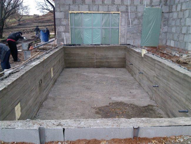 Готовое бетонное основание для бассейна
