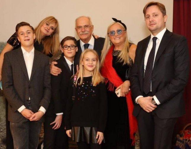 Никита Михалков с семьёй