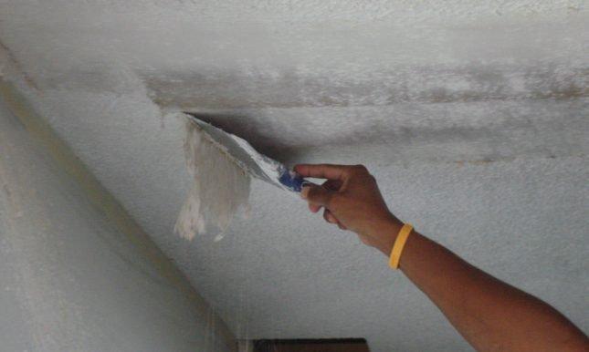 Очистка потолка от краски