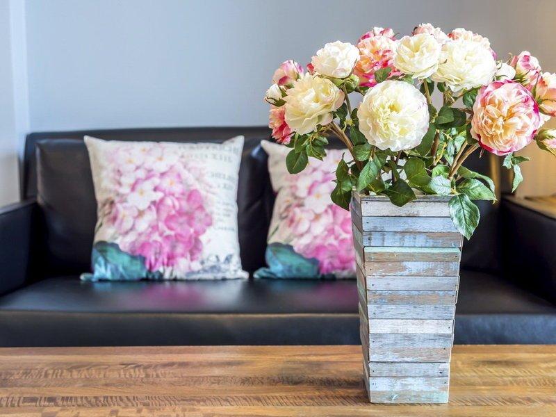 Почему нельзя в доме держать искусственные цветы