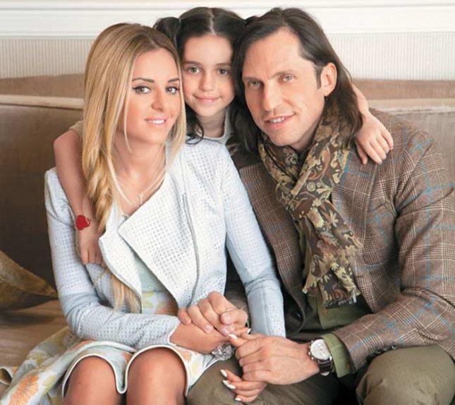 Александр Ревва с семьёй