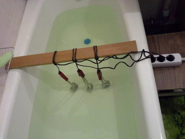 Ванна с водой нагревается кипятильниками