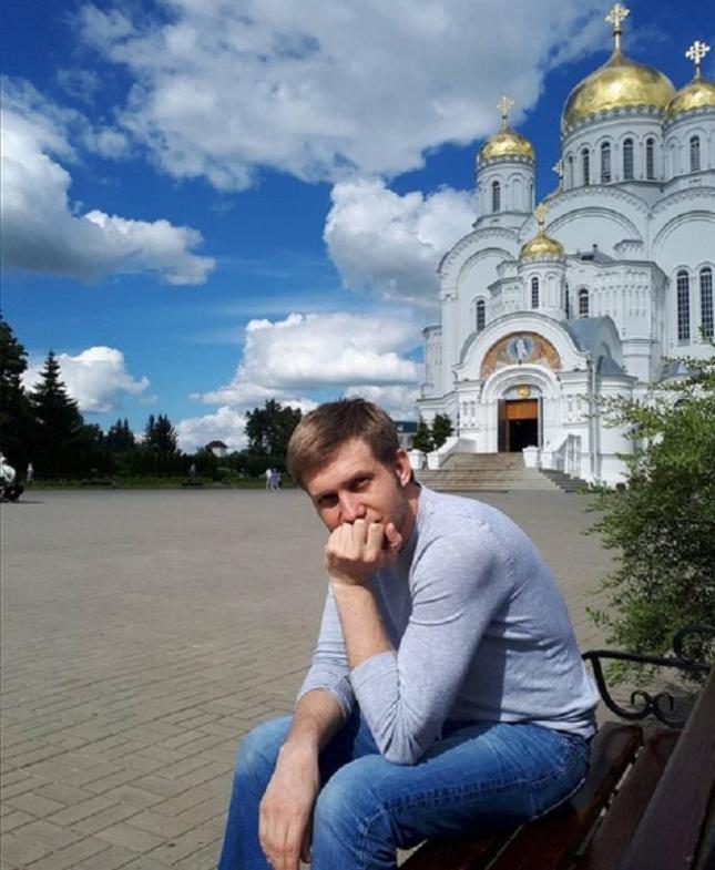 Борис Корчевников у храма