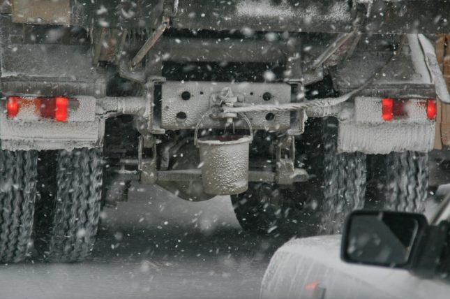 Ведро на грузовике