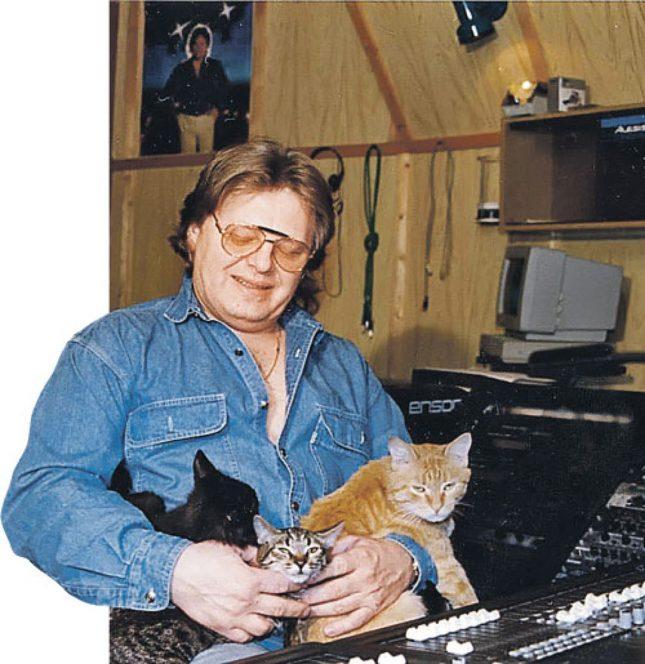 Антонов с кошками