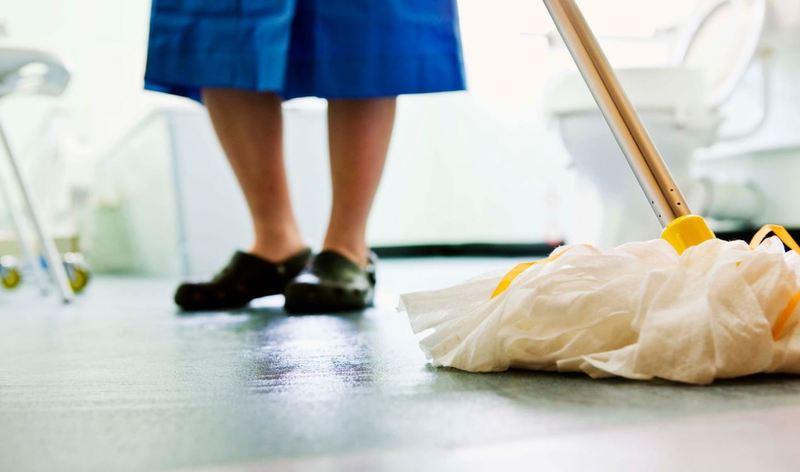 Мыть или не мыть: откуда взялся запрет на мытьё полов вечером