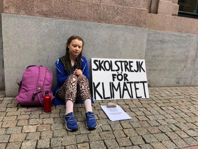 Грета Тунберг возле парламента Швеции