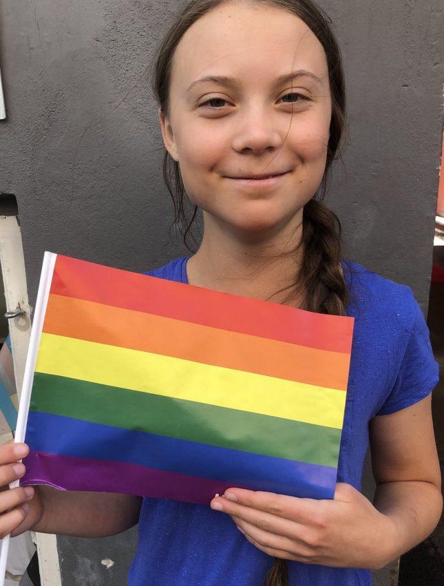 Грета Тунберг с флагом ЛГБТ