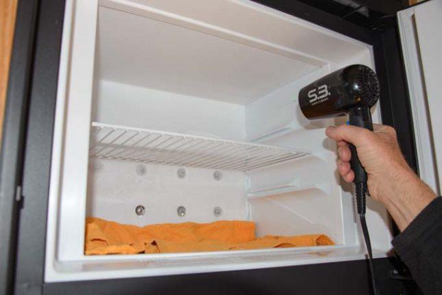 Фен дует в холодильник