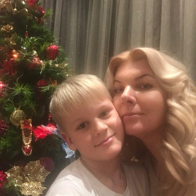 жена Валдиса Пельша с сыном