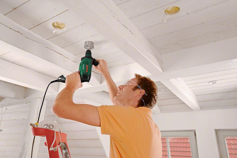 Простой способ сверлить в потолке без пыли