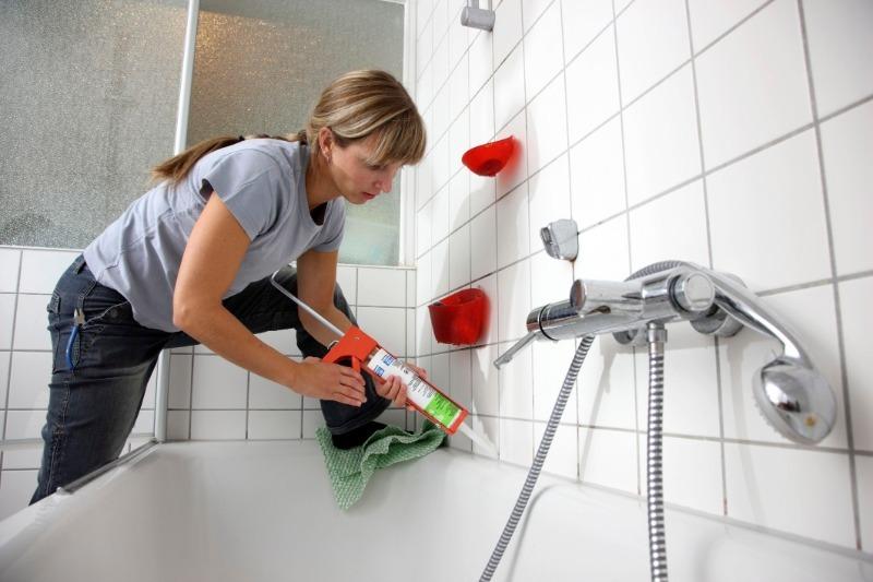 10 способов надежной герметизации стыка между ванной и стеной