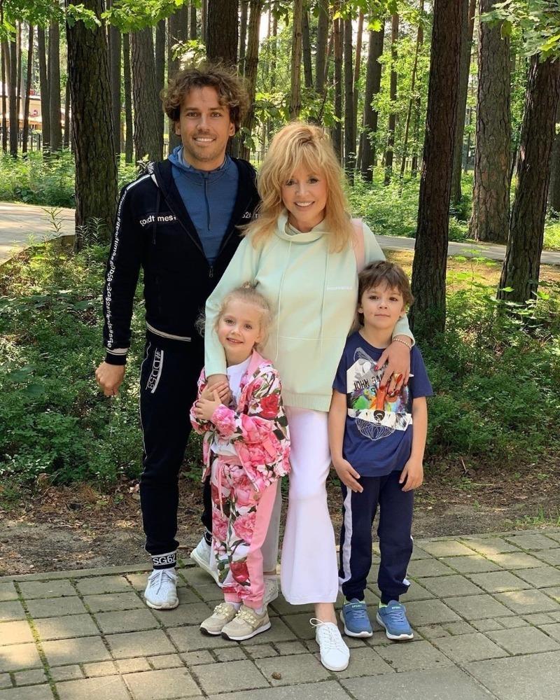 алла пугачева со своими детьми фото продукт станет отличным