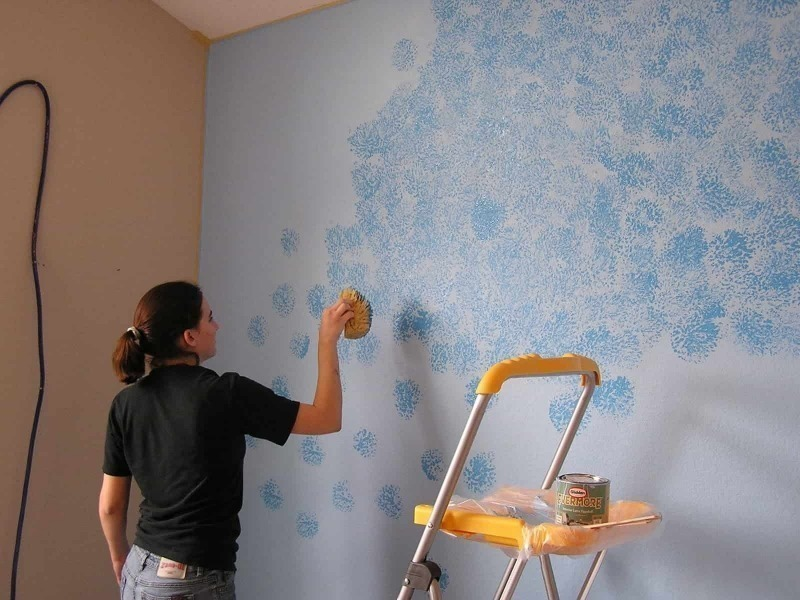 Окрашивание стен губкой