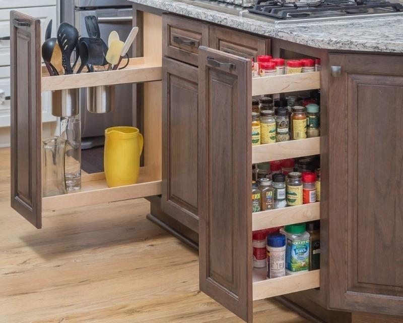 Как эффективно использовать узкие проемы между мебелью на кухне или в ванной