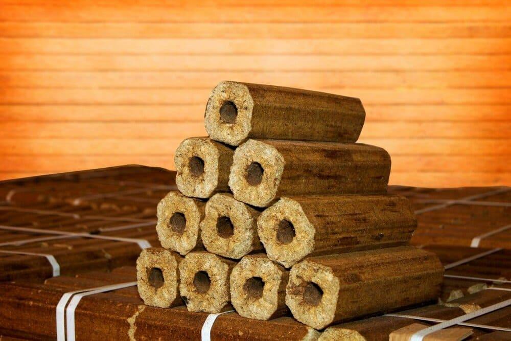Топливные брикеты: лучше дров или нет